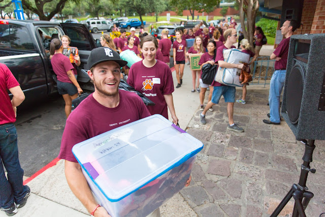 Trinity University students on move in day