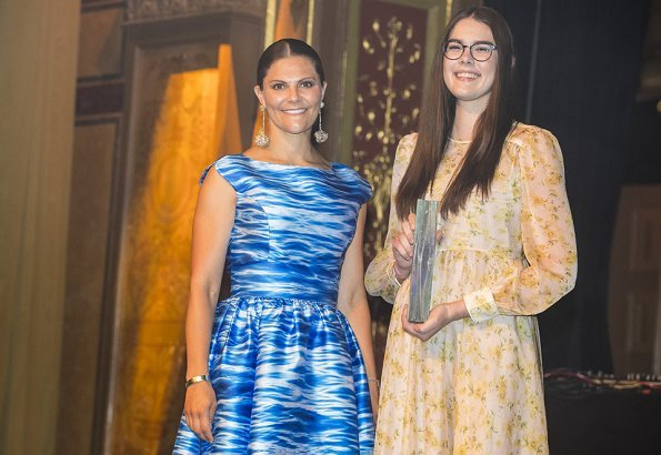 Crown Princess presented prizes to the winners, Macinley Butson and Diana Virgovicova