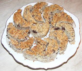 retete prajituri, deserturi, dulciuri, prajitura semiluna cu nuci si cacao, retete culinare,