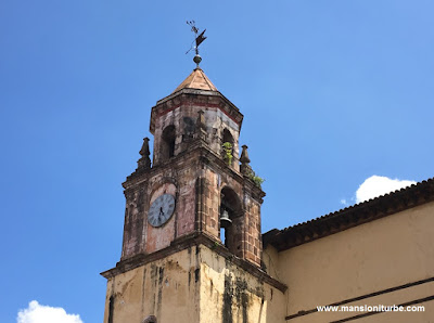 Clock at the Compañía Church in Pátzcuaro