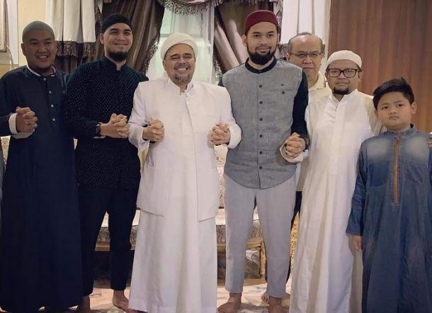 Teuku Wisnu dan Mario Irwinsyah Temui Habib Rizieq di Mekah, Warganet Doakan Begini