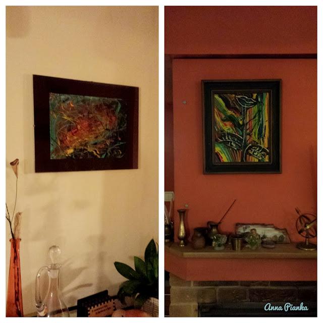 Abstrakte, farbenreiche Bilder an der Wand
