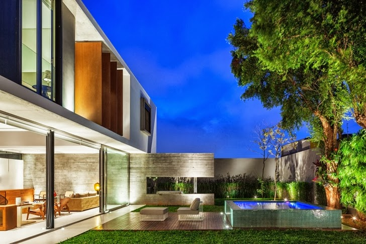Backyard of Modern Planalto House by Flavio Castro at night