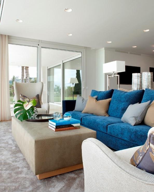 sofa terciopelo azul klein