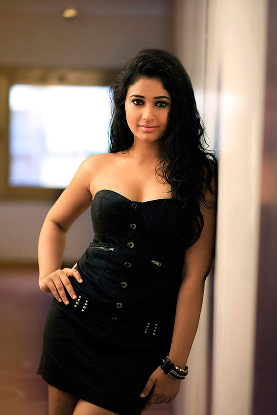 cute hot beloved stylish sexy Poonam bajwa latest hot portfolio photo shoot