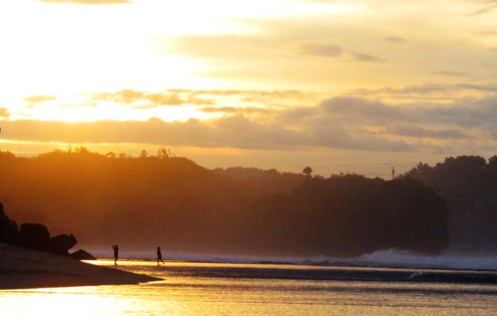 Pagi dan Pantai Sepanjang