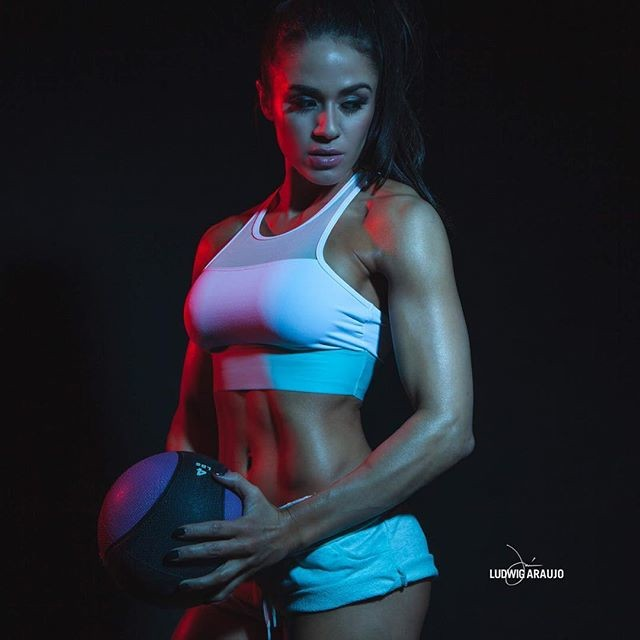 Fitness Model Brittany Coutu @brittanycoutu Instagram photos