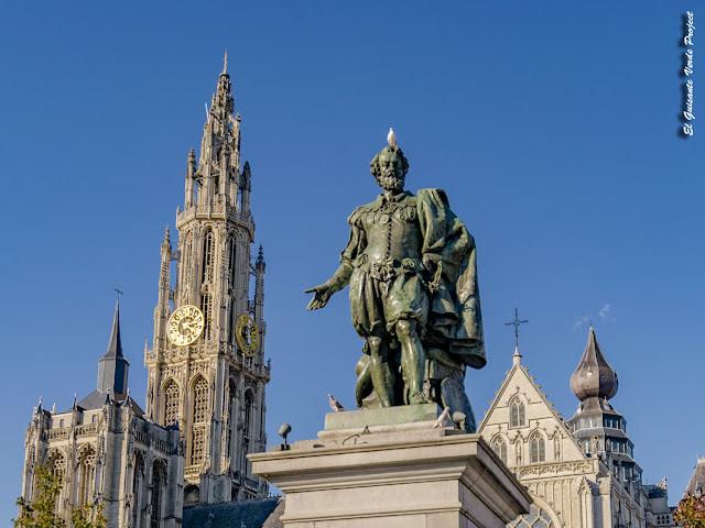 Estatua de Rubens en la Groenplaats - Amberes por El Guisante Verde Project