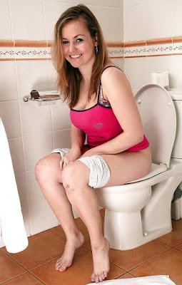 шлюха в туалете