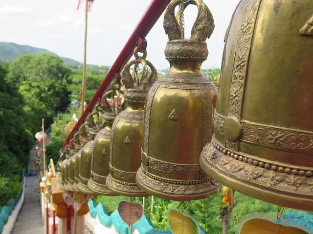Campanas de Wat Ban Tham - Kanchanaburi