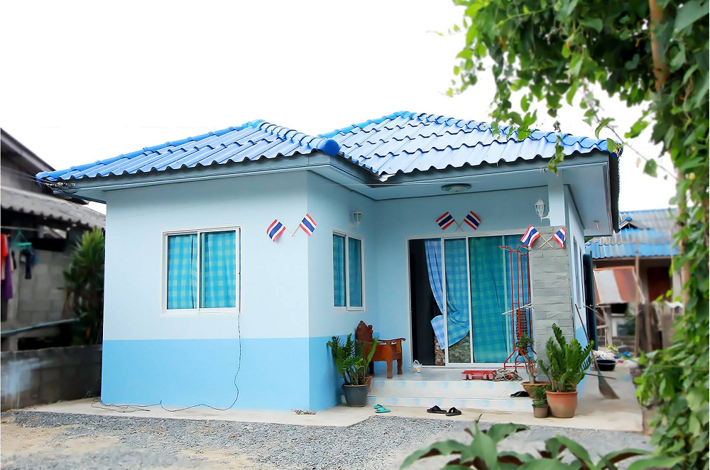 Many people are looking for a beautiful, nice and comfortable home that's within their budget. But staying within the budget does not mean that you have to lower your standard. Today, we are showing you 50 photos of a small but beautiful house that you can afford. Let's take a look.