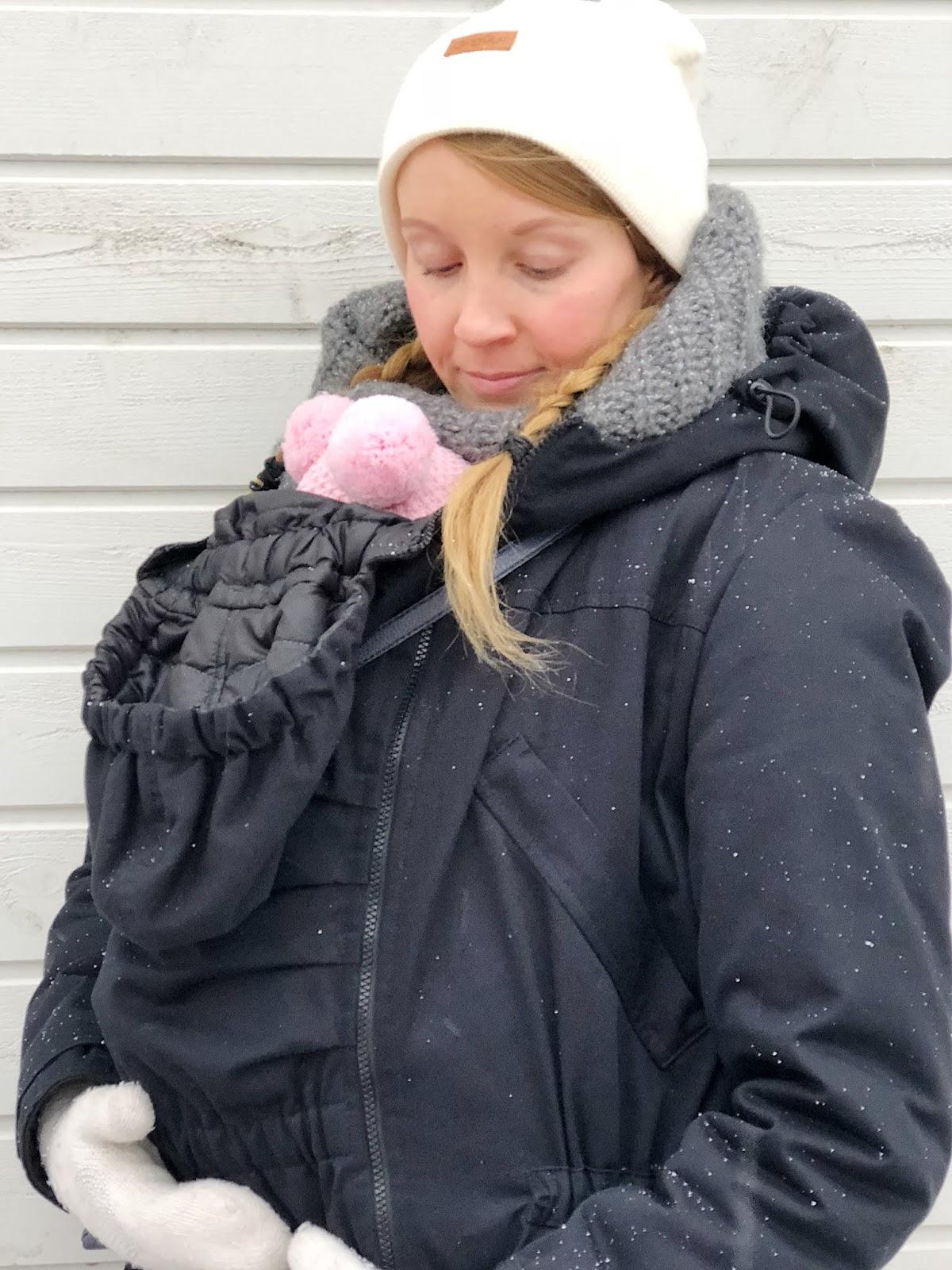 Testissä kantotakki ja vinkit vauvan kantamiseen talvella