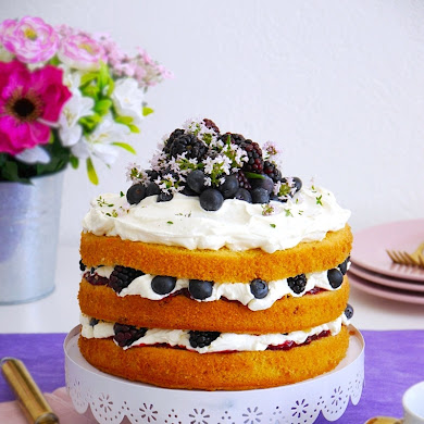 Lemon and Berries Cake with Mascarpone Frosting