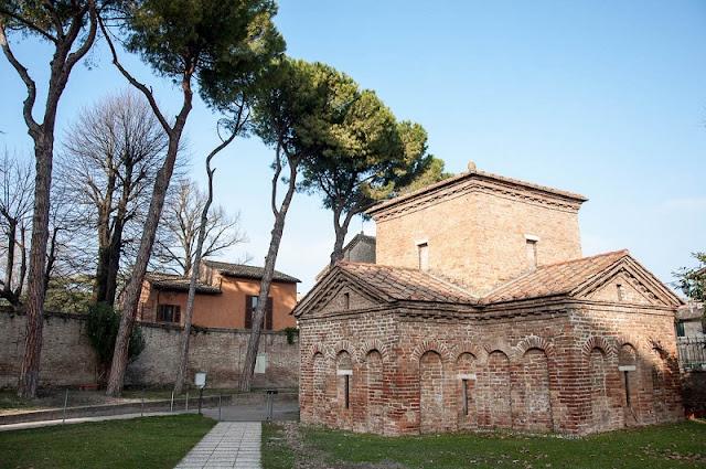 Mausoléu di Galla Placídia no centro histórico de Ravenna