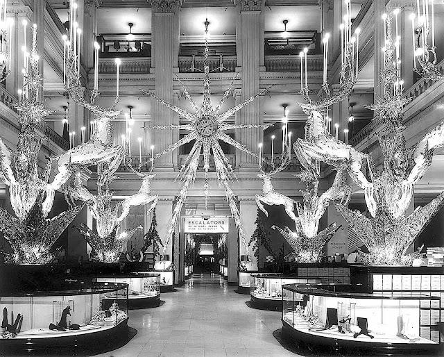 1941 department store decorations, a photograph