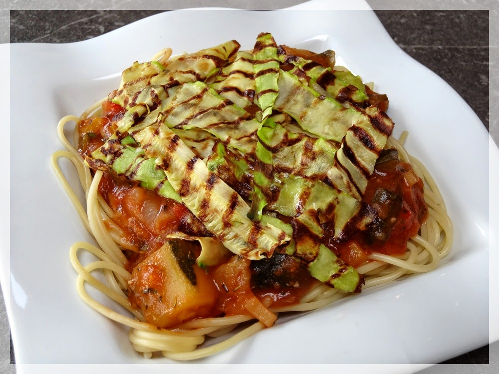 le blog de miss red cooks recette 23 spaghettis sauce ratatouille et courgettes tigr es. Black Bedroom Furniture Sets. Home Design Ideas