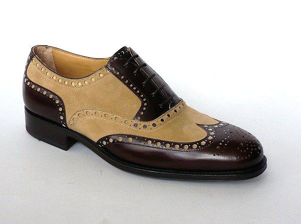 37dd91208cc6 ... anche l uomo deve scegliere la giusta tonalità colore per le sue scarpe  poiché queste ultime dovranno abbinarsi perfettamente con l abito e
