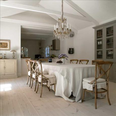 Dining Room, image 2 via Skona Hem as seen on linenandlavender.net