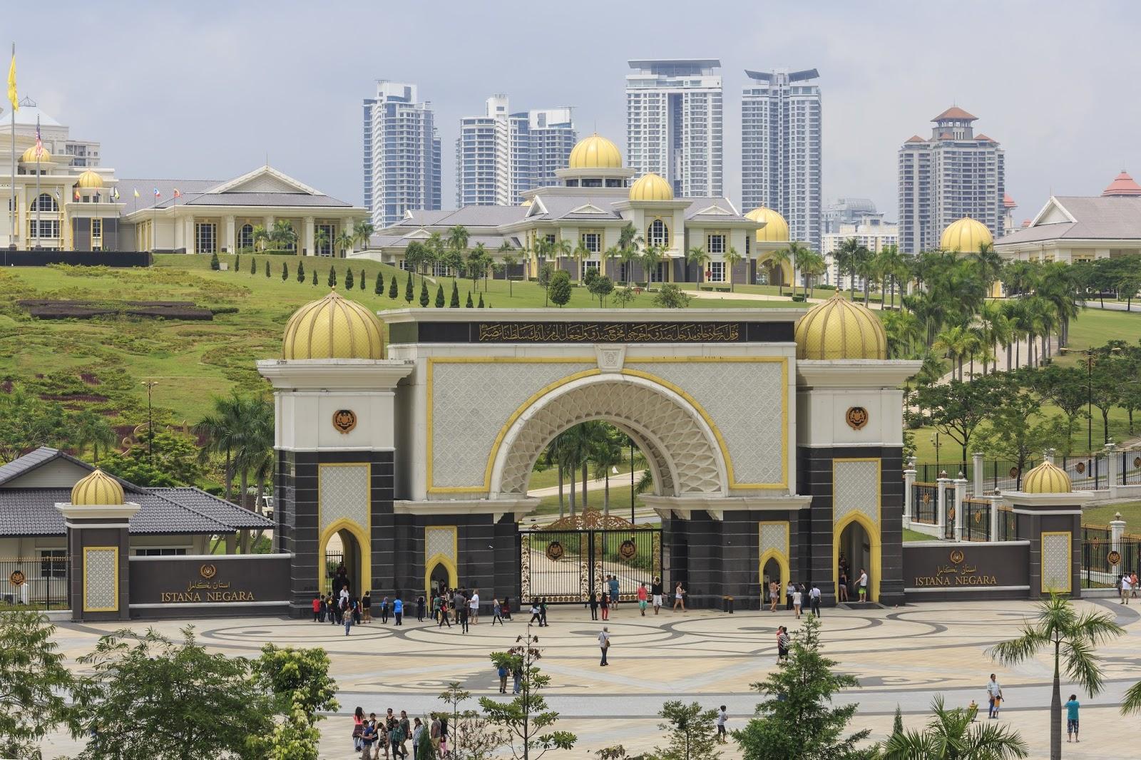 Private Tour Halal Ke Malaysia Cheria Holiday Paket Wisata 3 Negara Kings Palace