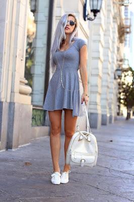 Vestidos al cuerpo con tenis