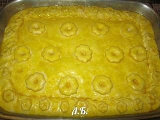 дрожжевой пирог перед запеканием в духовке