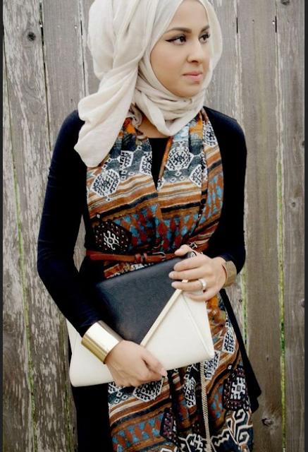 Long dress batik tanpa lengan dengan paduan manset