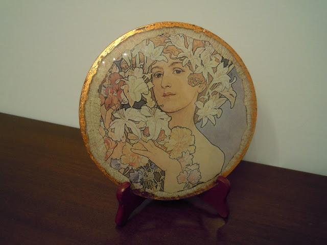 decorazione-piatto-con-immagine-donna-di-alfons-mucha