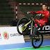 Curitibano empina bicicleta por 12h e bate recorde mundial