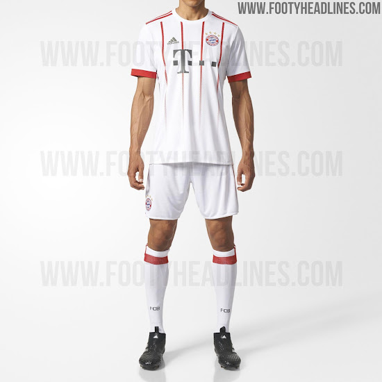 d887f3a36 ... as well as dark grey sponsor logos in the same color on the front  finish off the design of the Bayern München 17-18 third jersey.