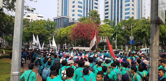 Ratusan Mahasiswa Bergerak Ke Istana Tuntut Presiden Jokowi Turun Tahta