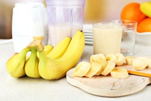 Défrisage cheveux à la banane et au lait