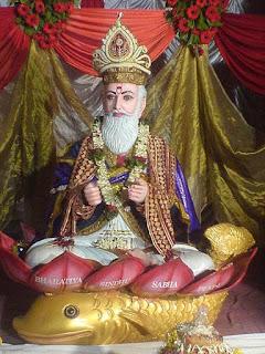 450px-Jhulelal_hindu_deity.jpg