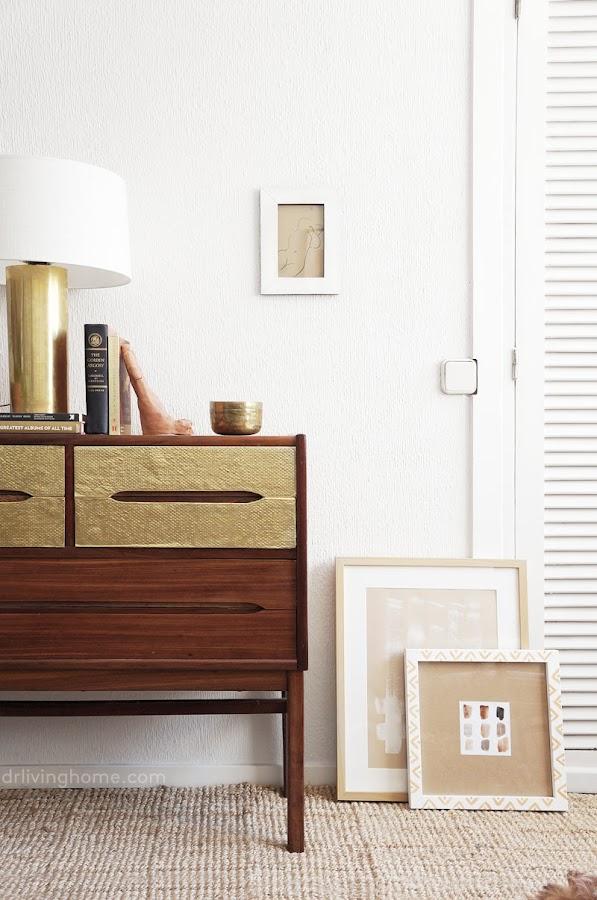 Cómo renovar un mueble viejo con láminas de latón