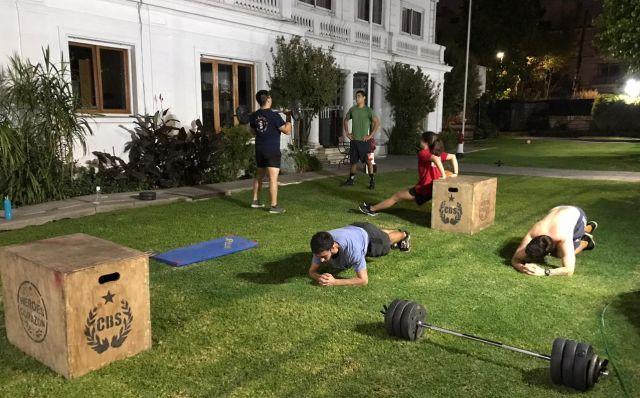 Campeón nacional de Crossfit motiva a Bomberos con fortalecedora rutina de ejercicios