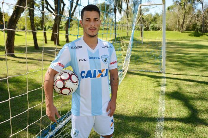 Vitória acerta com o atacante Jonatas Belusso, destaque do Londrina na Série B 2017. 1