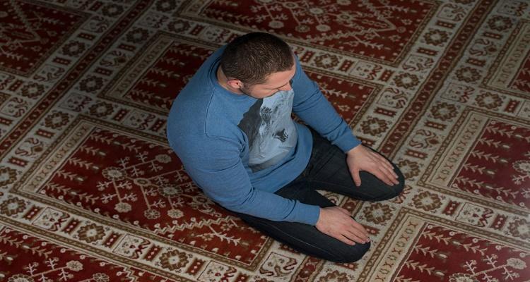 مسلمون امريكيون ينشرون الفوائد الصحية والجسدية للصلاة...الله أكبر