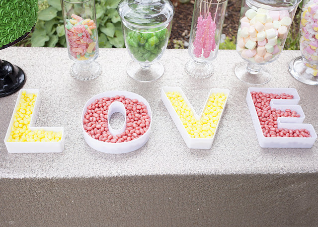 Wedding-reception-candy-bar-candy-table
