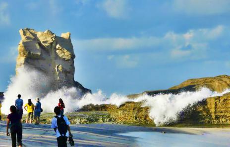 Ombak Samudra Di Pantai Klayar.
