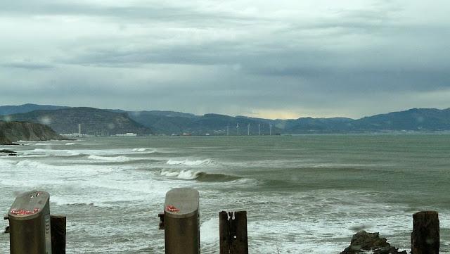 por fin surf en sopelana en invierno 04
