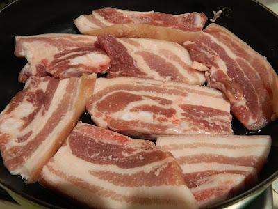 Varza acra cu piept de porc la cuptor