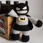 http://pinkmouseboutique1.blogspot.com.es/2014/06/batman-for-fathers-day-crochet-pattern.html