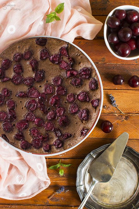 Brownie z wiśniami i bitą śmietaną
