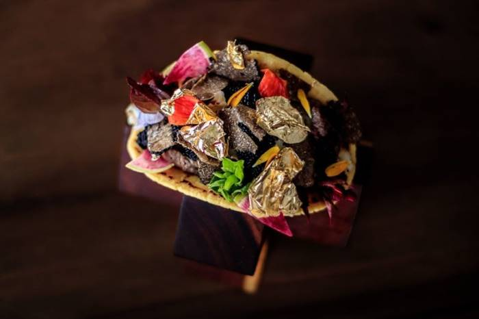 Taco Just tacos for $ 25,000 from Mexican chef Juan Liczerio Alcala. It includes beef, shrimp, black caviar, black truffle, expensive alcohol and, of course, gold.