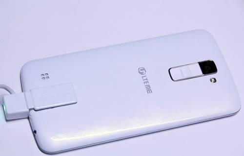 LG K10 traz traseira plástica de visual pouco elegante
