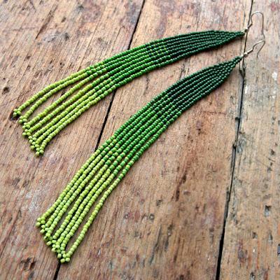 Очень длинные зеленые серьги из бисера подарок девушке