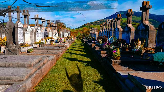 espiritu de demonio y marcas negras en cementerio