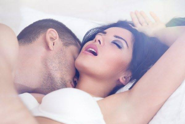 THE BEST PLACES TO KISS IN A FEMALE BODY