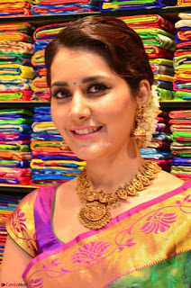 Raashi Khanna in colorful Saree looks stunning at inauguration of South India Shopping Mall at Madinaguda ~  Exclusive Celebrities Galleries 005