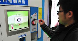 Στο Μετρό του Πεκίνου επιτρέπεται η πληρωμή εισιτήριου με πλαστικά μπουκάλια