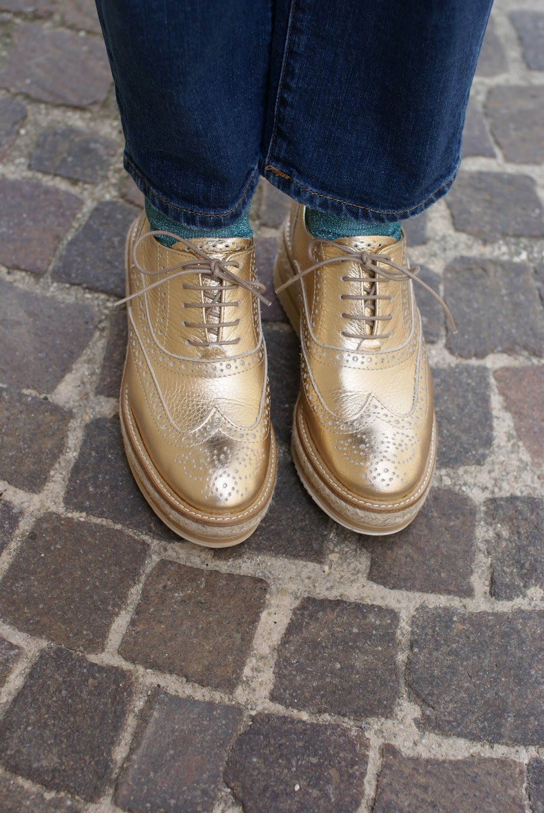 Lorenzo Mari golden brogues on Fashion and Cookies fashion blog, fashion blogger style